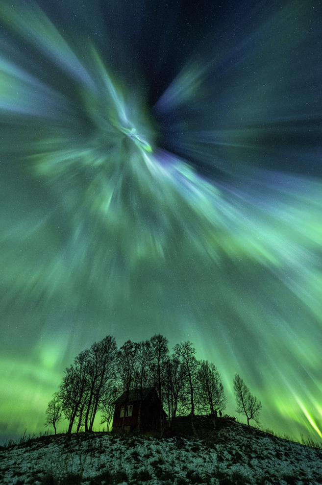 A high-speed solar wind stream has caused a geomagnetic storm—and some spectacular auroras! http://t.co/NpJBypy9EH http://t.co/xJlEBACRfe