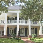 Man offers Florida home in essay contest http://t.co/j71IZHxYuo http://t.co/GIExzBboBy
