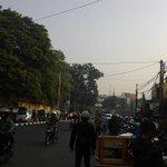 lewatmane : RadioElshinta : 06.57:  Kondisi lalin depan Pasar Simpang Dago #Bdg ramai lanc… … http://t.co/Hkp5Ci8hqU