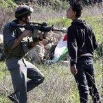 بقلبي سأرمي وجوه العداة فقلبي حديدٌ وناري لظى وأحمي حياضي بحدّ الحسام فيعلم قومي أنّي الفتى #فلسطين #فلسطين_تنتفض http://t.co/aveDjQLVz1