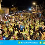 Miles de personas nos acompañan a recorrer la margen izquierda en bicicleta. #CiclopaseoNocturno #MonteríaAdelante http://t.co/05uXOAz8e7