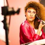 Cantora transexual estrela campanha nacional da Avon. http://t.co/kCBK7cN46d http://t.co/S4qPVEvlQk