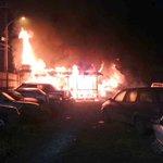 Osorno, Emergencia en Calle Catalina Keim. Frente a Sodimac (Bodega y vehículos que arden). Foto @Barriok http://t.co/GiV22YD1tP