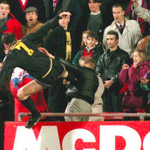 "Cantona ""Le plus beau moment de ma carrière? Jen ai eu plusieurs, mais je préfère celui où jai attaqué un hooligan"" http://t.co/gSgA5ZJkuk"