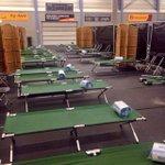 Medewerkers @LingewaardGem bouwen aan opvang vluchtelingen in Gendt. Enorme inzet! http://t.co/jwtKX3uLns