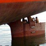 Nigeriano comemora ao chegar ao RJ escondido em leme de navio; vídeo http://t.co/iOoJRZViDl #G1 http://t.co/t3YvWYHvpB