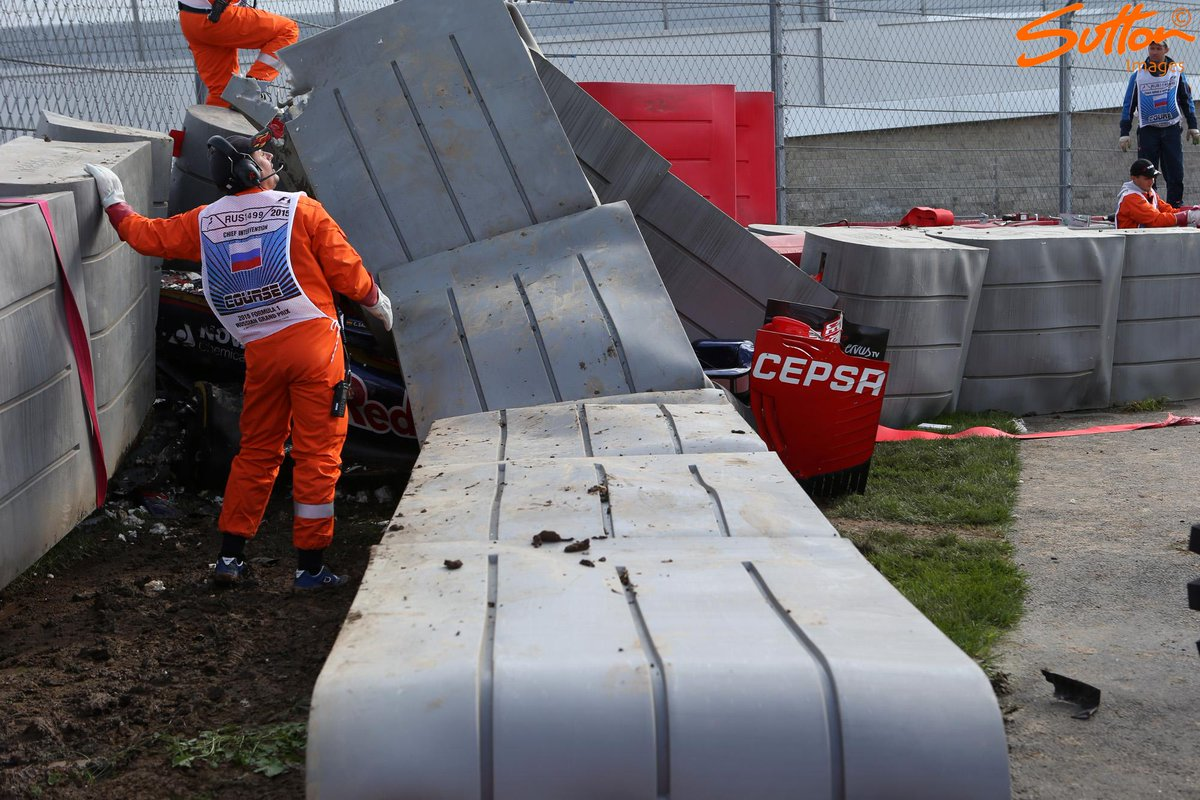 The crashed @ToroRossoSpy of @carlosainz is recovered following a huge crash during final practice #RussianGP #F1 http://t.co/YbzKgHLFT8