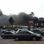 Incendio y explosiones en Avenida Italia y Propios. Bomberos desaloja a vecinos http://t.co/FCLHGavyt3 http://t.co/M3ZLeYaUoV