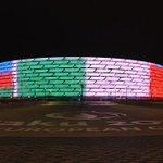L#Italia gioca in questa meraviglia di stadio. A Baku. E noi moriamo un po di invidia #AzerbaigianItalia http://t.co/ttoftq4ofE