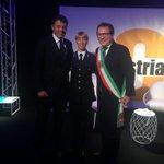 Con @matteorenzi e Silvia Marangoni! Due davvero forti!!! http://t.co/9wVn0vTPlt