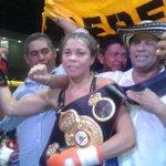Liliana Palmera, de Montería, sigue reinando en las 122 libras supergallo. Noqueó a la dominicana Liliana Martínez. http://t.co/e9vPViUx3T