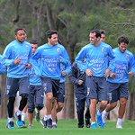 Uruguay entrenó en Montevideo y el Cacha está a la orden del maestro. http://t.co/mazr8liU9J http://t.co/2GfjvRxQH0