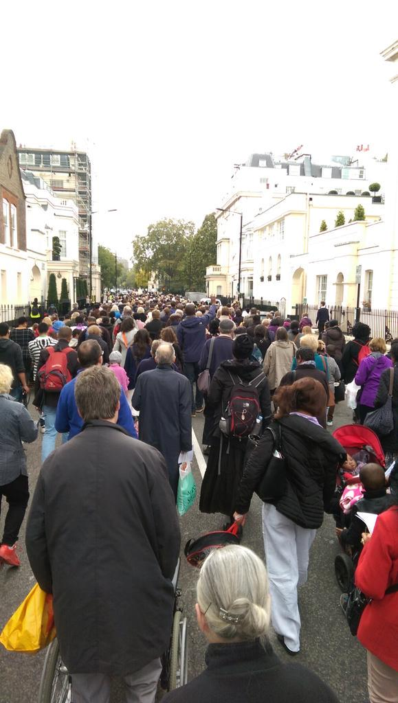 Hundreds of #Catholics praying the #Rosary marching through #London now! #rosarycrusade http://t.co/QR6AUDEsgx