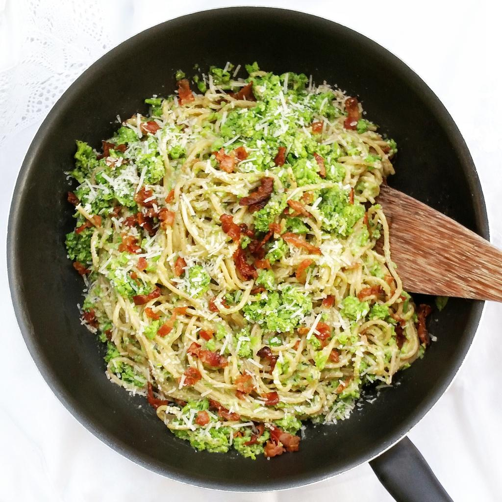 RT @Clerkenwell_Boy: Wholewheat spaghetti with peas, toasted almonds & basil???? Recipe by @JamieOliver on C4 tonight https://t.co/6DCXNApjpr …