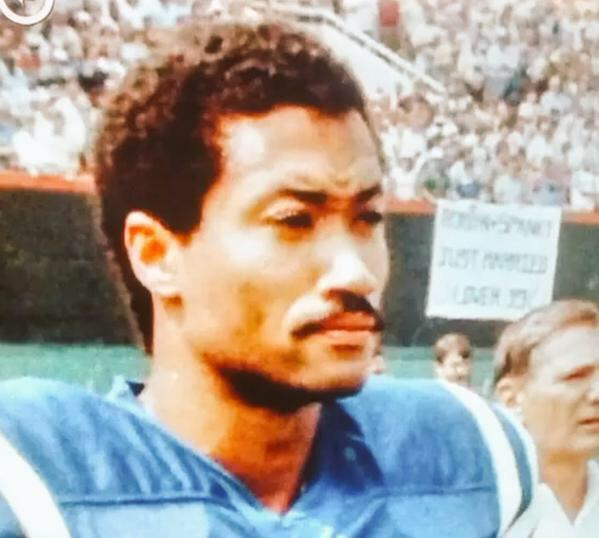 Derrick Rose played football in the early 80s which explains why he has the knees of a 70 yr old prostitute http://t.co/Qtt5C10APd