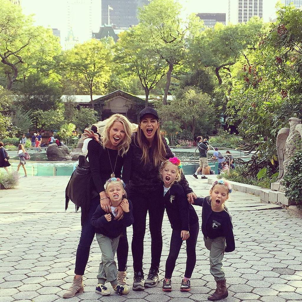 Lions & Tigers & Bears, Oh My! ???????????? Girls day out! #zoo #rawwwr #scherzygirls #niecesrule #… http://t.co/hG5lH6feex http://t.co/tYKZLAcHLq