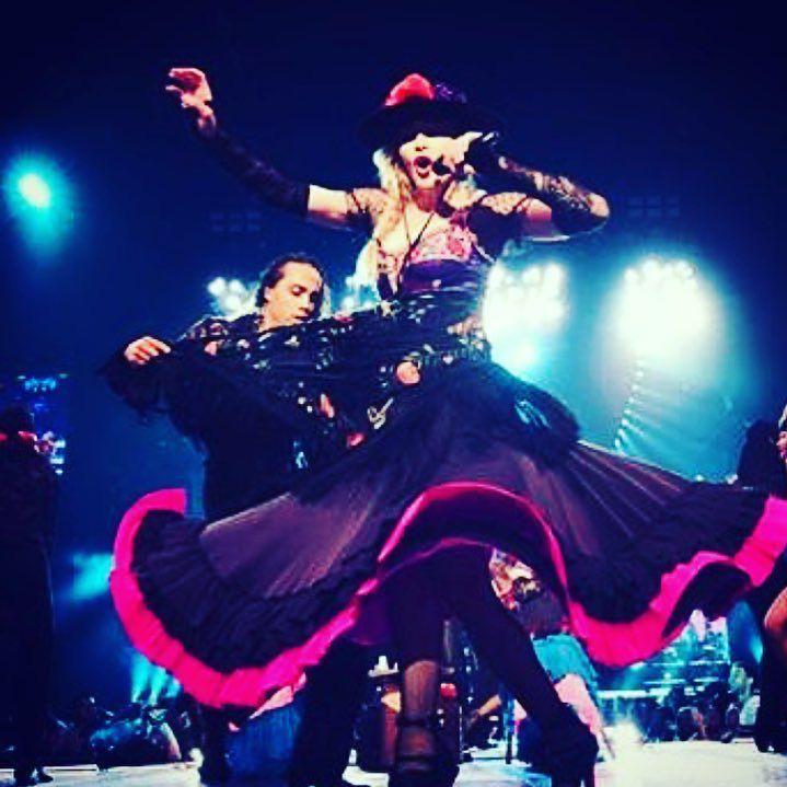 Chicago got me spinning........,...????????????❤️ #rebelhearttour http://t.co/SDRm2oP1E6