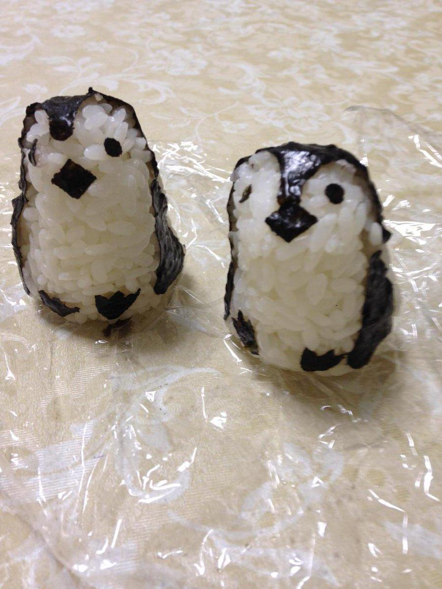 娘のお弁当のペンギンおにぎりを俺も作ってもらいました^_^ http://t.co/JS8x2Y2Tjw
