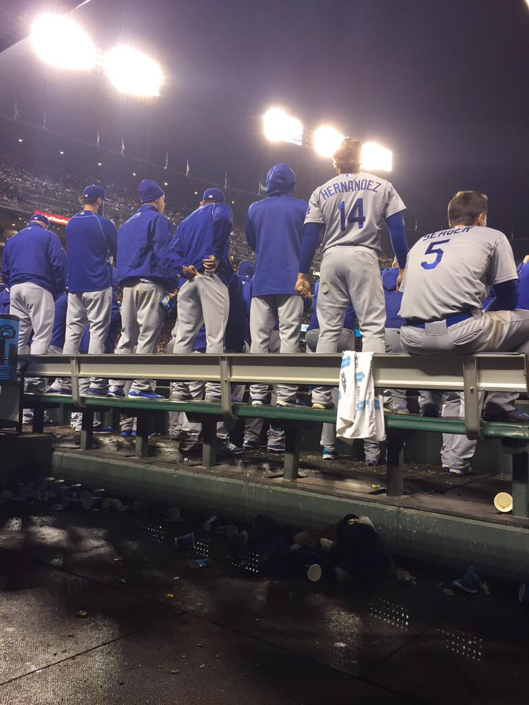 How #Dodgers watched the top of the 11th. #NailBiter #NLWestOnTheLine http://t.co/8aywzzVmHv