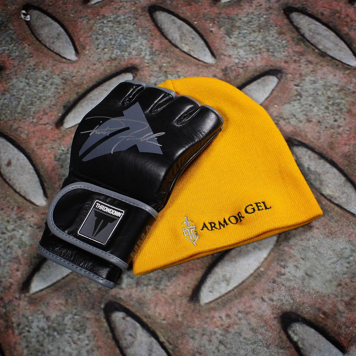 GIVEAWAY! @RichFranklin signed glove and @armorgel beanie! Follow @Hypnotik_Brand and RT for a chance to win! http://t.co/u5gjaB0hE5