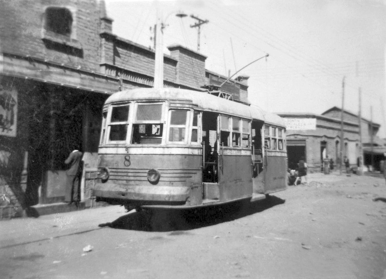 Tranvía por calle San Pablo de Santiago en 1950. http://t.co/9apgjMQA5J