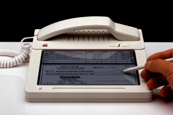 El prototipo de iPhone que Apple pensó en 1983 http://t.co/qczyHNiY9R http://t.co/LftqrztJ6e