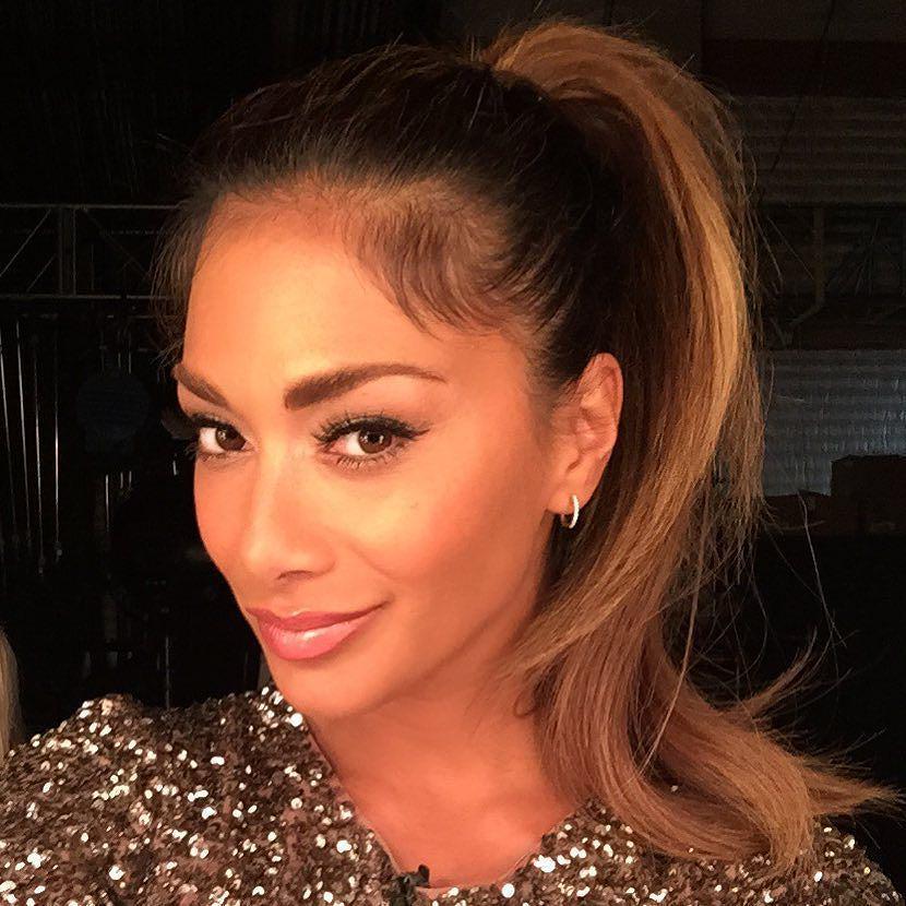 Rockin the ponytail tonight on @besttimeevernph #mylittlepony ☺️???? http://t.co/qzq5BDezxZ http://t.co/Mzb89TP4qZ
