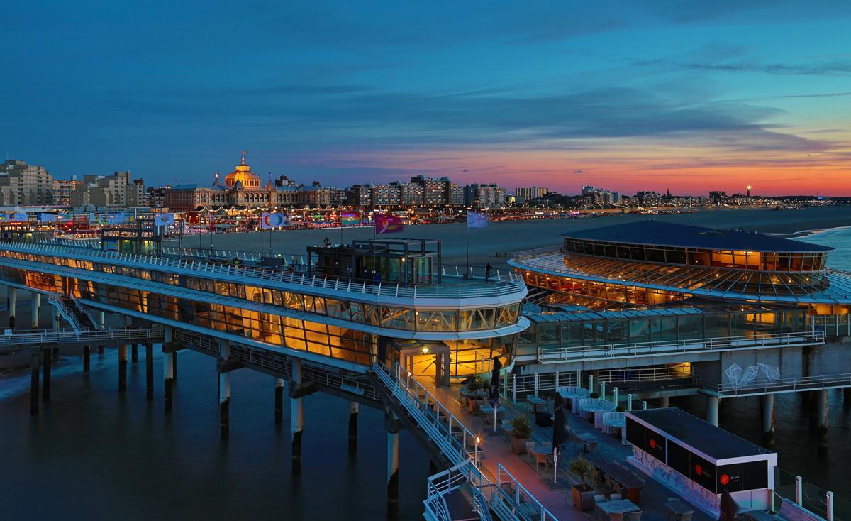 Scheveningse Pier bij avond. #thisisthehague  http://t.co/CCXqeIH7IE http://t.co/dP1sPSVqSH