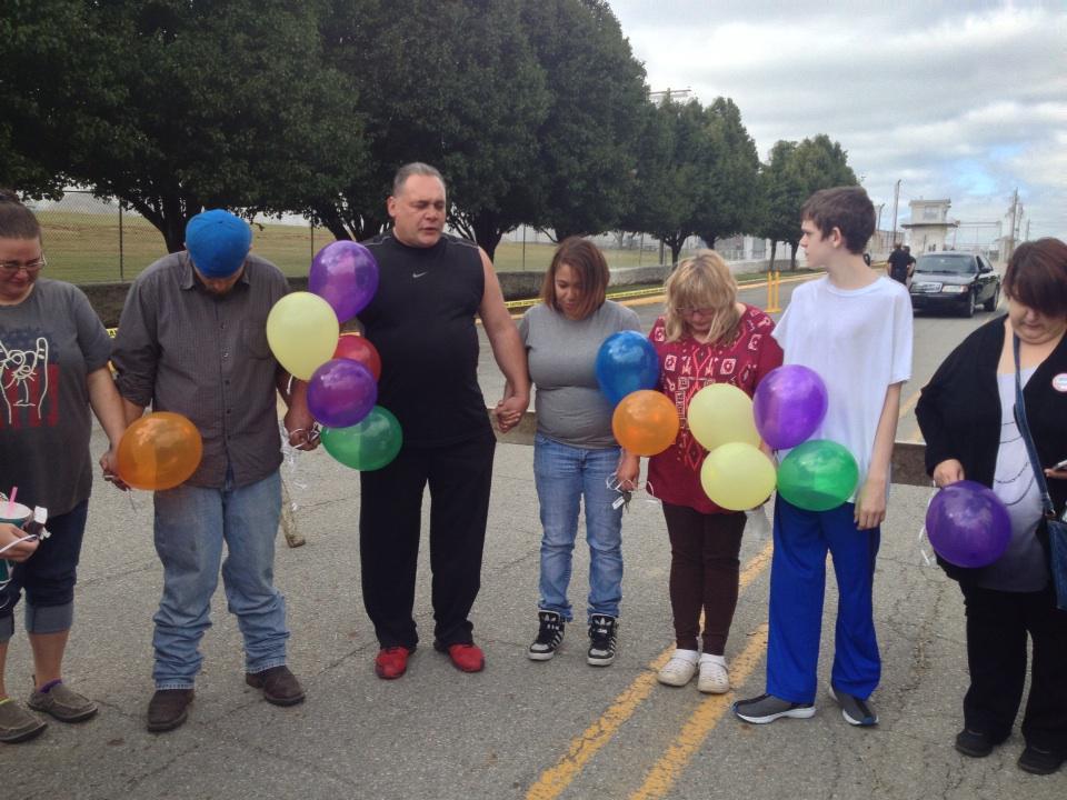 Oklahoma governor stays execution of Richard Glossip amid drug concerns...
