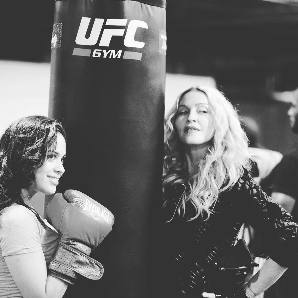 Don't Mess!!! Gurl Power???????????????????????? at the Downtown Youth Boxing Gym‼️❤️ #rebelhearts http://t.co/H5DaE4Klut