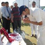 RT @AmritMathur1: Delhi captain Gautam Gamhir's homage to #JagmohanDalmiya @cricketaakash #RanjiTrophy http://t.co/NqCm09ng5c