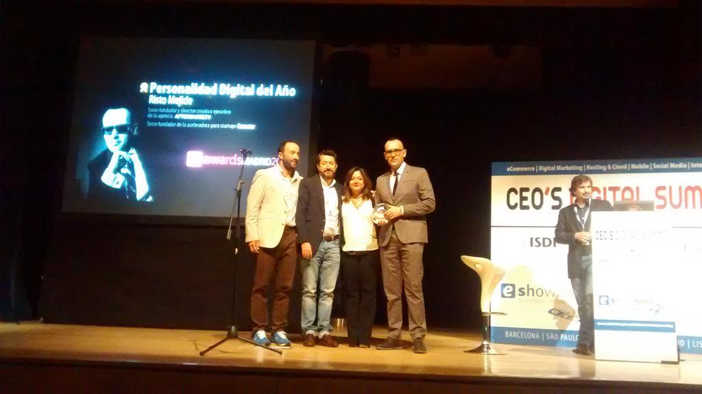 Enhorabuena @ristomejide recoge en #eShowMAD15 el premio a mejor personalidad digital del año http://t.co/JaIoi05mm0