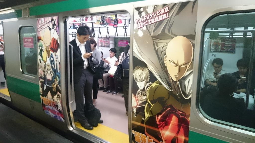 Pretty cool to see this #onepunchman dressed train on the saikyo line! http://t.co/hKCWYrpmeb