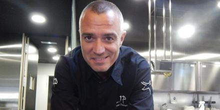 Nuestro chef ejecutivo @juanpozuelo estrena hoy nuevo programa en @CanalCocina, a las 13.30h http://t.co/faGUvFGg2G http://t.co/r8KLZ4qVLJ
