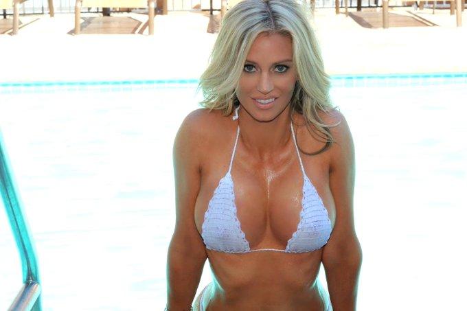 It's alway HOT in #Vegas! @ZOO @ZOOGirls #ZooTwitties http://t.co/pvvNFymABl
