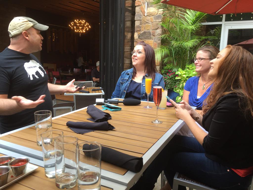 Fancy drinks & brunch with @namedotcom for @DariaDG @mooseandtater @ColoradoMom w/ @EnlistMoms #namedotcommom http://t.co/GKXWzGPz7c