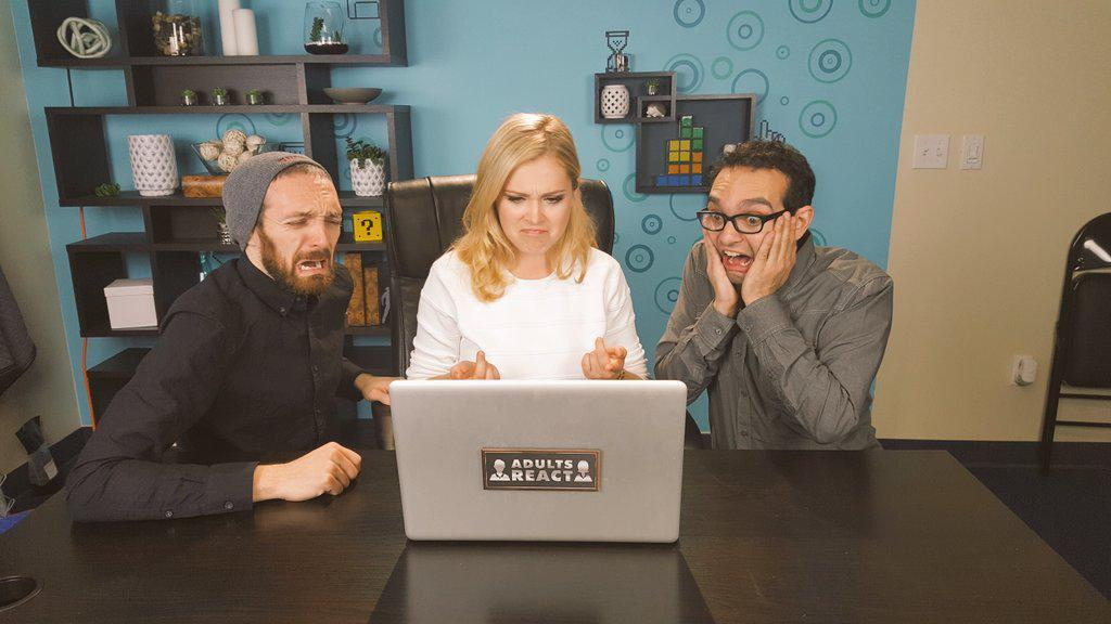 Clarke, on a Hoverboard?! Watch @MisElizaJane on @thefinebros Adults React video! https://t.co/AXgSelbqvb #The100 https://t.co/P7IO2TDfwh