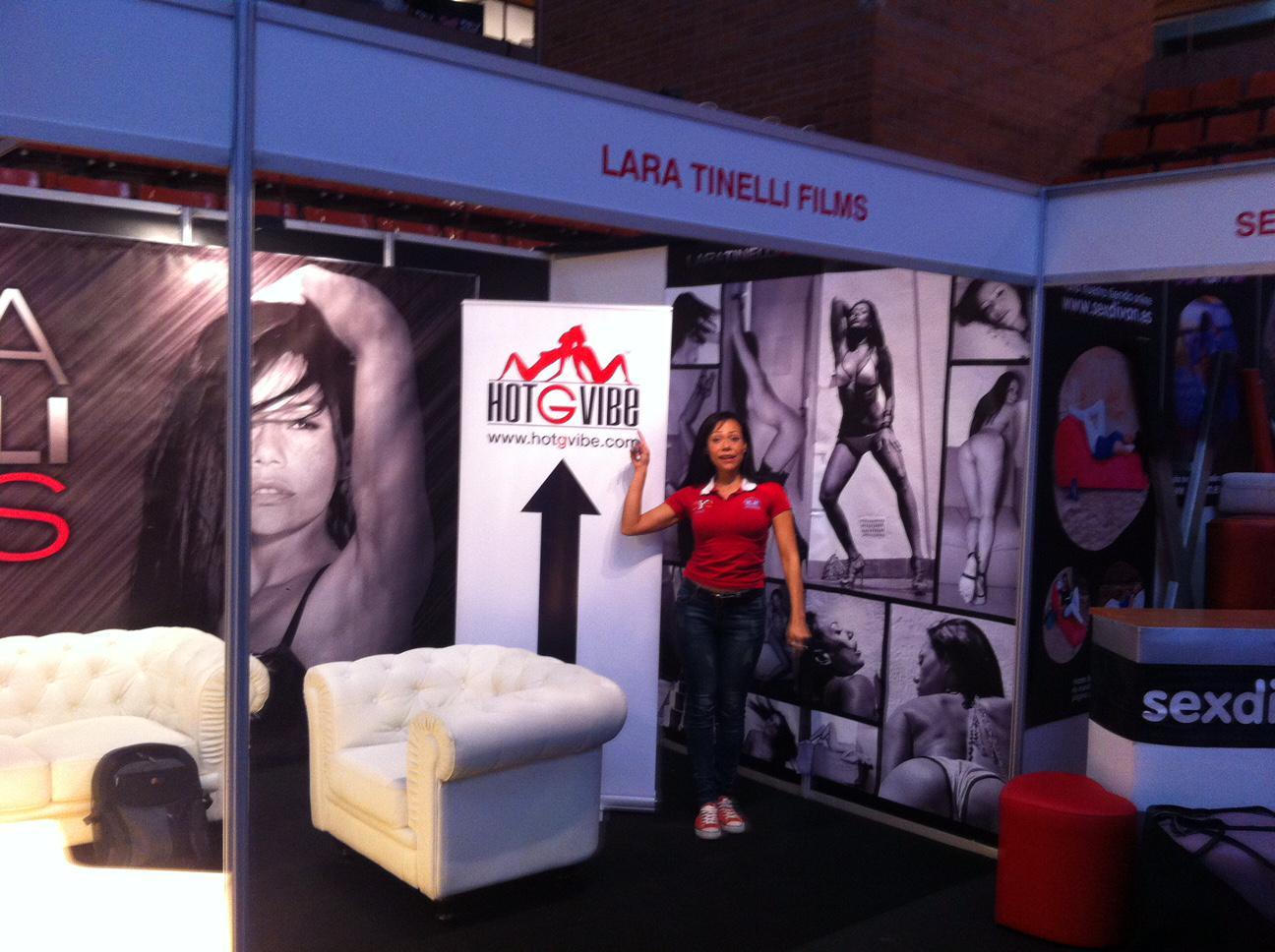 Pre-Show Earlier today at @SALONEROTICOBCN booth with the Beautiful @laratinelli http://t.co/n3cf4hDrtw