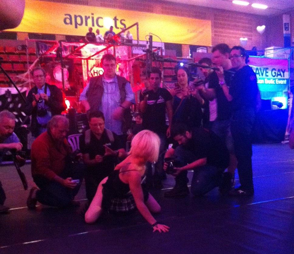 Showing off for some fans at @SALONEROTICOBCN  ;) @Nora_barcelona #blonde #babe #exibisionist http://t.co/kEQxMMYZrZ