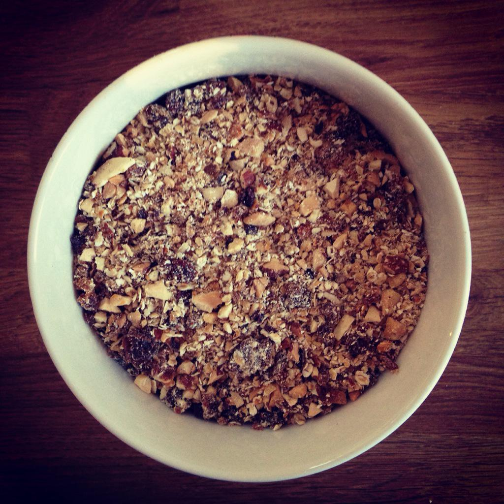 RT @carolineplayle: I have 3 kids to get ready but still had time to make @jamieoliver delicious no refined sugar granola dust http://t.co/…