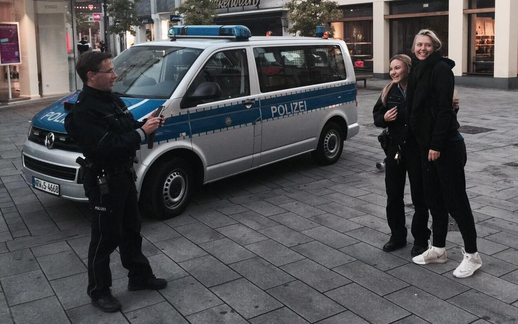 When the police stops you at 7 am on the street, only to ask for a picture. #relievedsmile http://t.co/rOkrM9Wrkx