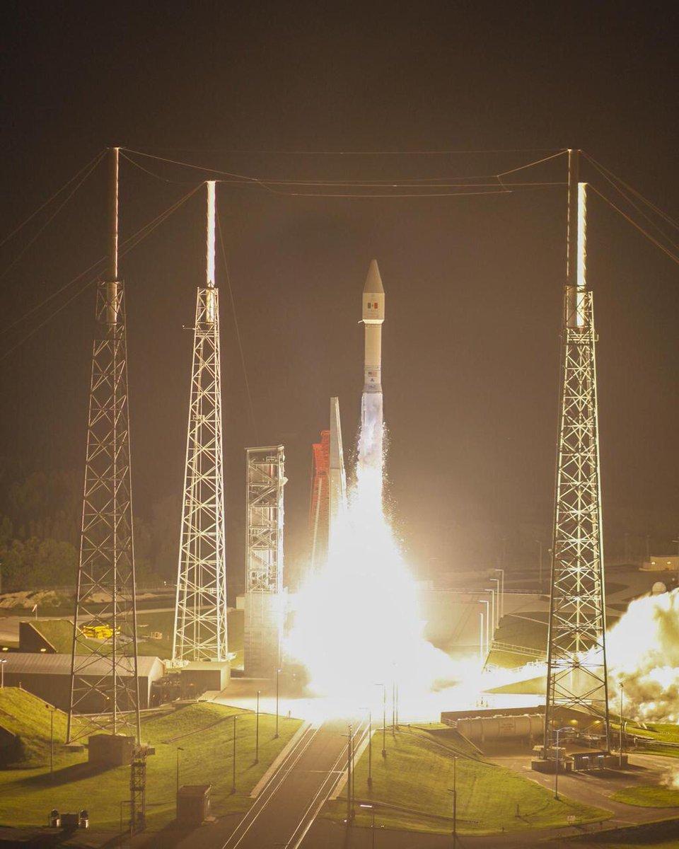 Foto oficial del lanzamiento de Morelos 3. Separacion del cohete Centaur ocurri approximadamente a las 9:19 ET. http://t.co/ULQenHt7Lf