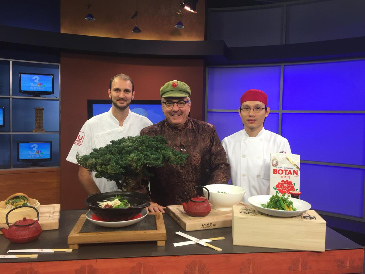 Coming up on @wakeupwiththecw: @chefjoseandres' #KuNoodle gives us a lesson in pulling our noodle. @SLSLasVegas http://t.co/bzN8Tu7Eqs