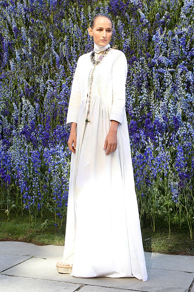 Leelee sobieski wore a dior fall 2015 haute couture gown for Haute couture today