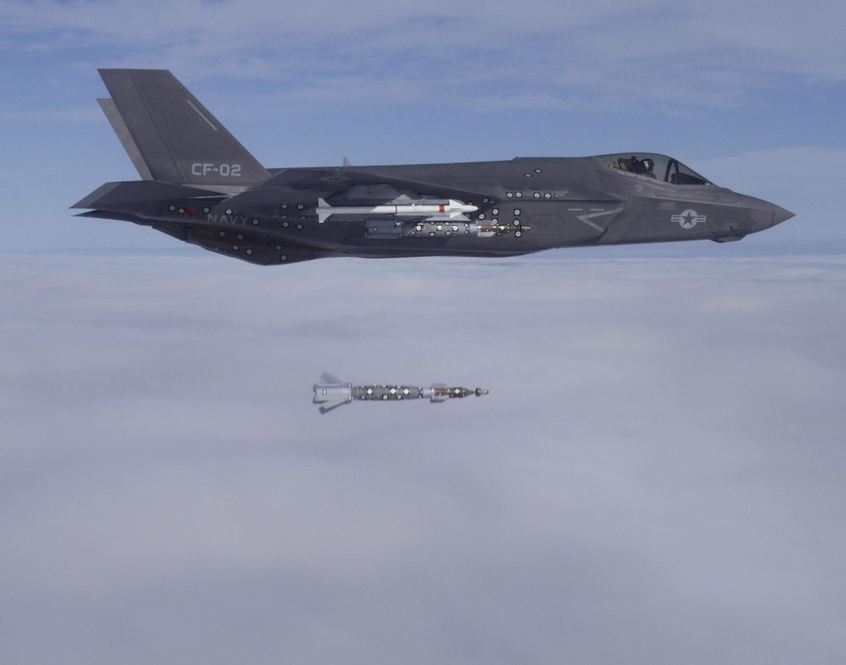 First #F35 external weapon release from wings on 23 Sept. CF-2 released 4 500-pound GBU-12 laser guided bombs http://t.co/ir2Neu6T8O