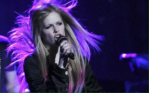 Vamos mostrar um pouco de cultura para esse povo meu amor? Avril Lavigne  #PoderSerÉpico http://t.co/rSgpiqIHXB