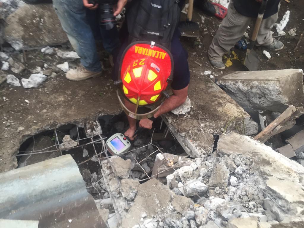 @bomberosmuni utilizan cámara térmica para ubicación de posibles sobrevivientes en El Cambray 2 http://t.co/oxi3dsRnsg