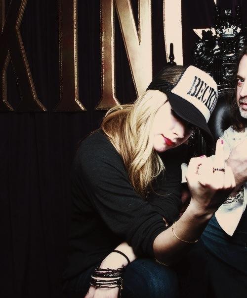 kiba mesmo mas continua tuitando viado Avril Lavigne #PodeSerÉpico http://t.co/G39MbwL1bI