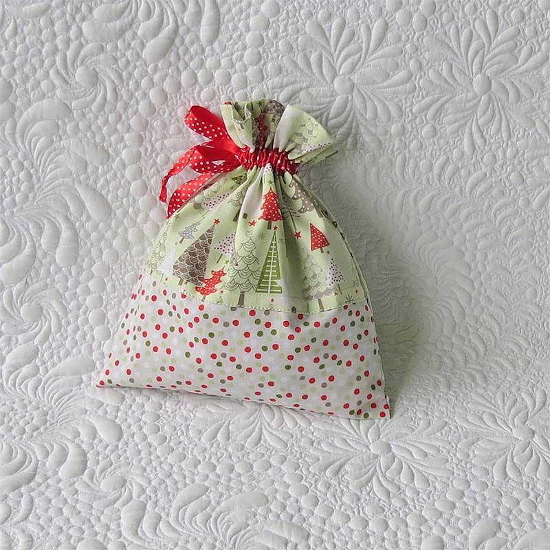 This is the drawstring bag you need to make for the holiday gift giving season! http://t.co/dO95bkyzzd http://t.co/5UwS5hUQUg