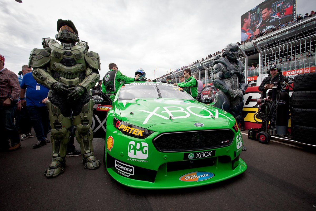 Thanks, Chief, for securing our #XboxV8SC !   As you were, Spartans.  #MasterChief #SpartanLocke #Halo5 http://t.co/vofAU0w458